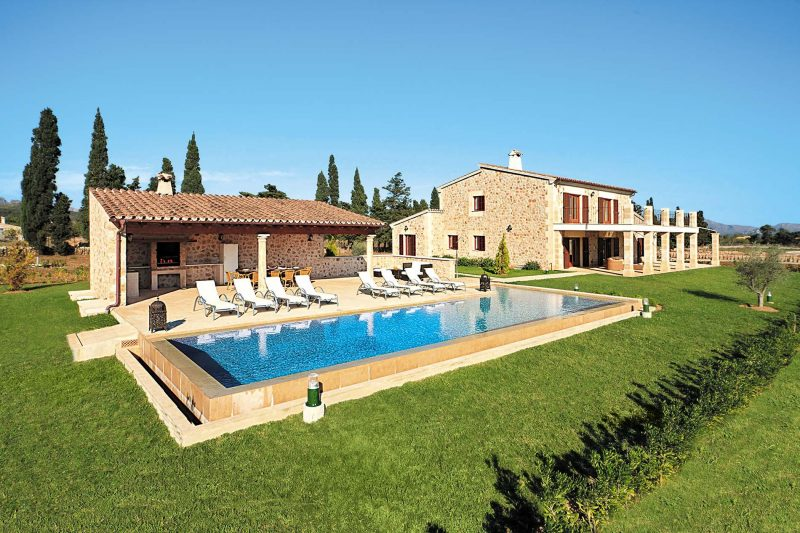 Travel planning mallorca luxury villas lady from a tramp for Mallorca holiday villas