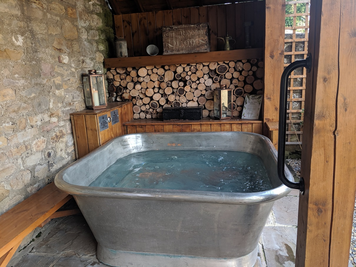 The Garage Spa Outdoor Hot Tub 1 Lady From A Tramp